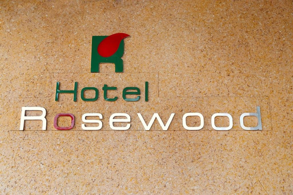 rosewood hotels case study Case study - rosewood hotels abstract this paper will discuss the pros and cons of the rosewood hotels moving from individual brands to a corporate brand.